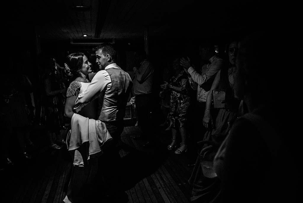fotografo de bodas Santander Marcos-Greiz Cecilia y Saúl novios de fiesta