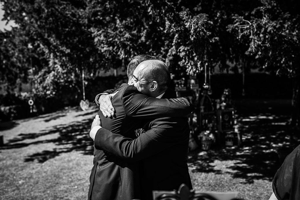 Fotografos de boda Cantabria Maria Aaron Marcos Greiz papa abrazo