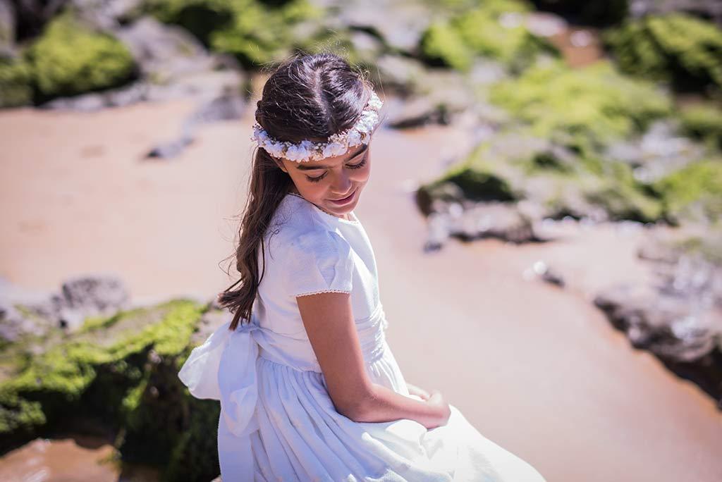 Fotógrafo Santander comunión Celia miradas