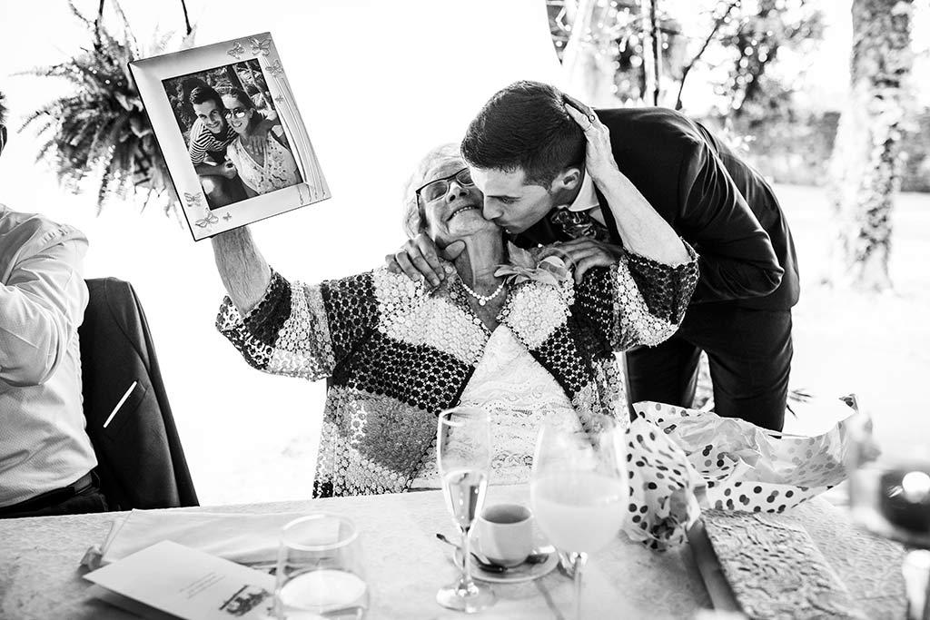 fotógrafo de bodas Cantabria Ana y Mario novio abuela
