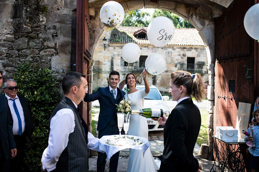 fotógrafo de bodas Cantabria Ana y Mario brindis