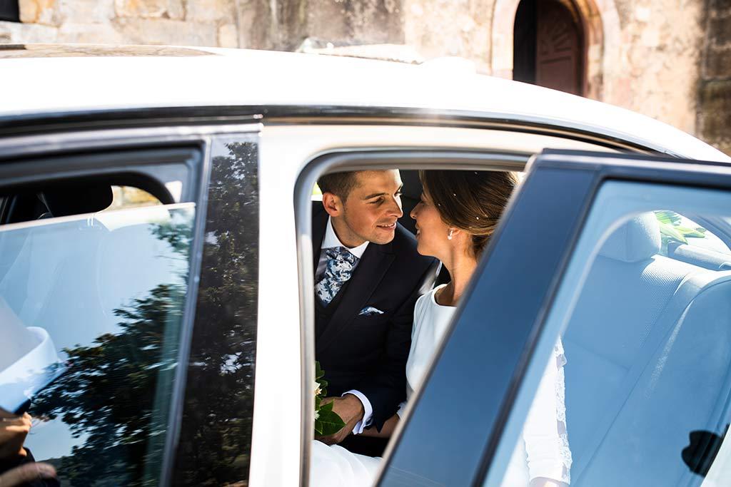 fotógrafo de bodas Cantabria Ana y Mario coche