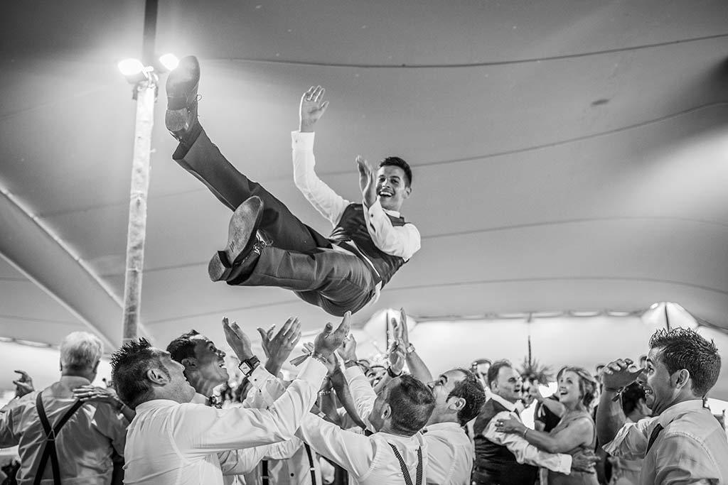 fotógrafo de bodas Cantabria Ana y Mario novio manteo