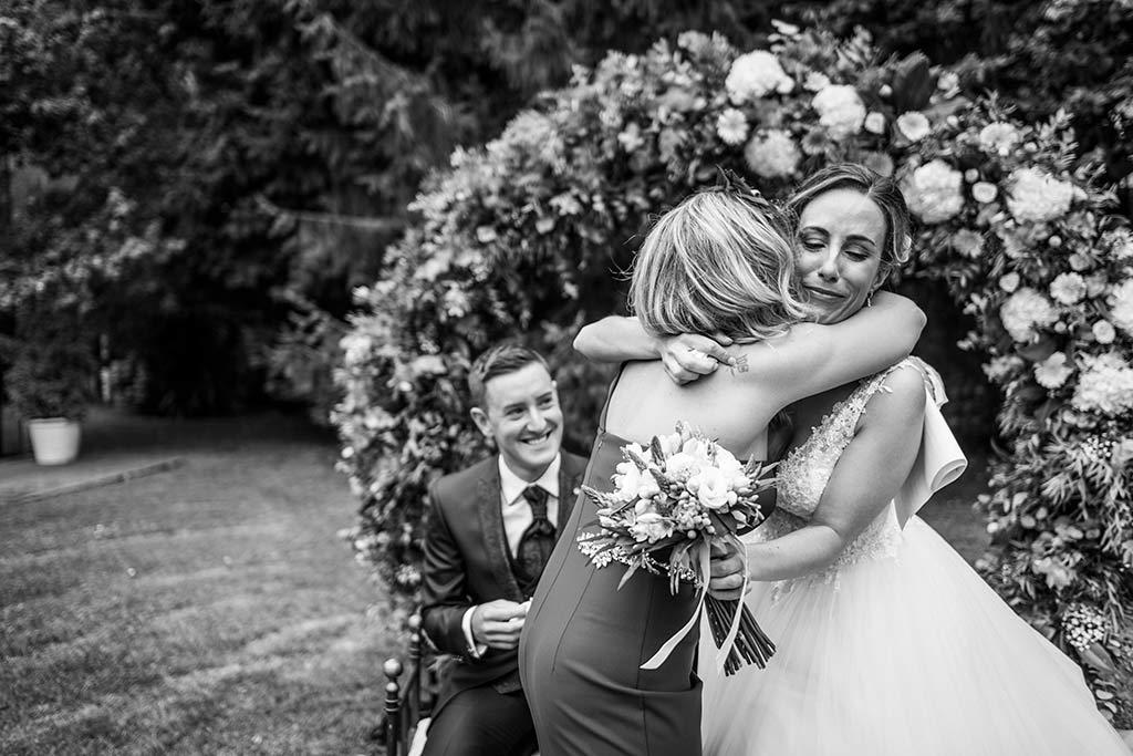 Fotógrafo de bodas Cantabria Marcos Greiz, Katia y Sergio abrazos emoción