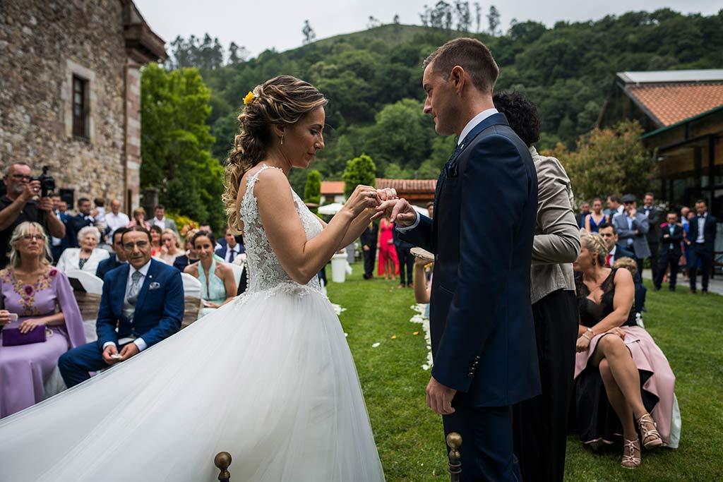 Fotógrafo de bodas Cantabria Marcos Greiz, Katia y Sergio anillos