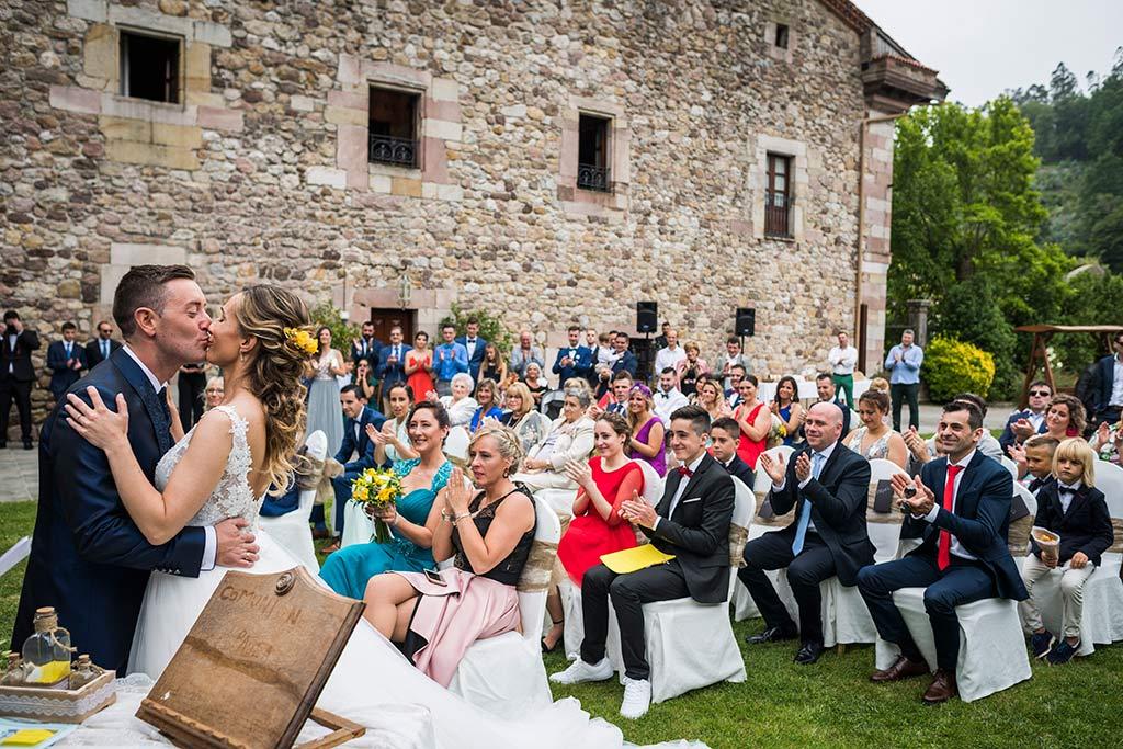 Fotógrafo de bodas Cantabria Marcos Greiz, Katia y Sergio beso