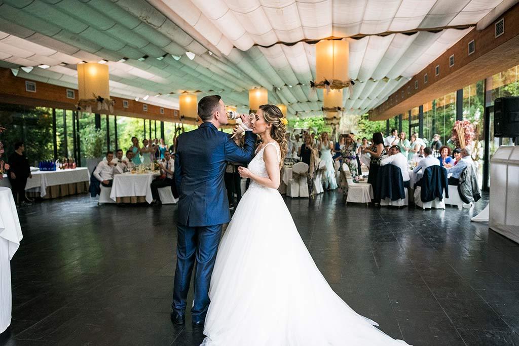 Fotógrafo de bodas Cantabria Marcos Greiz, Katia y Sergio brindis