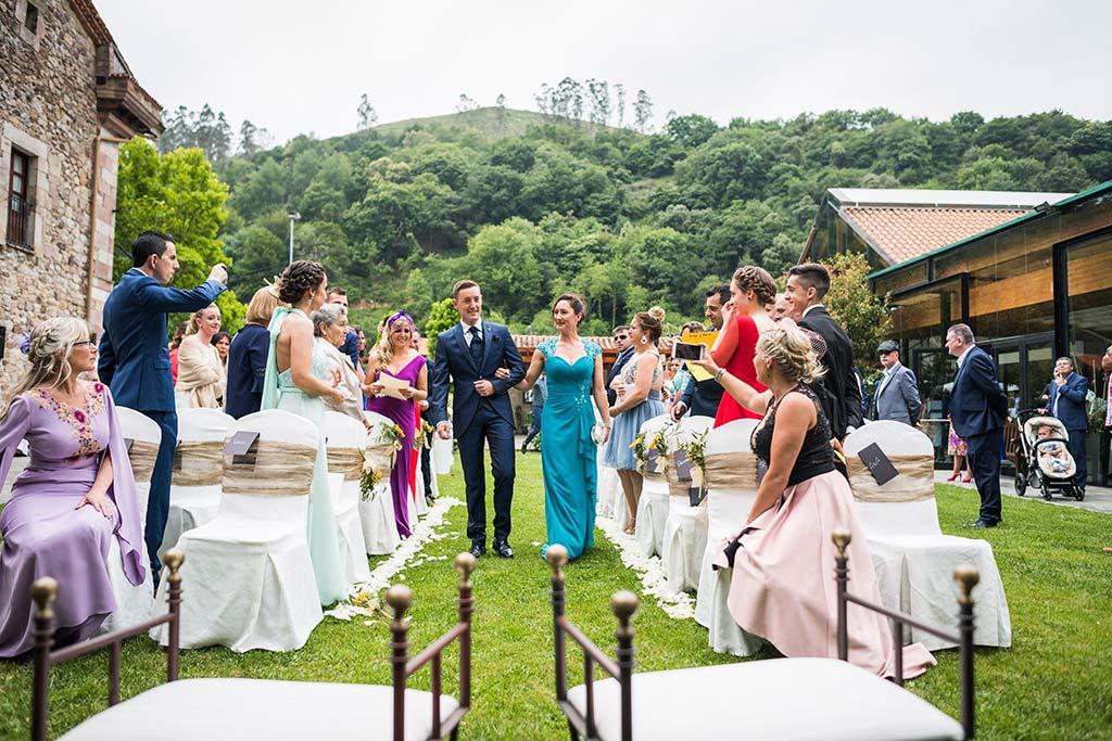 Fotógrafo de bodas Cantabria Marcos Greiz, Katia y Sergio entrada novio