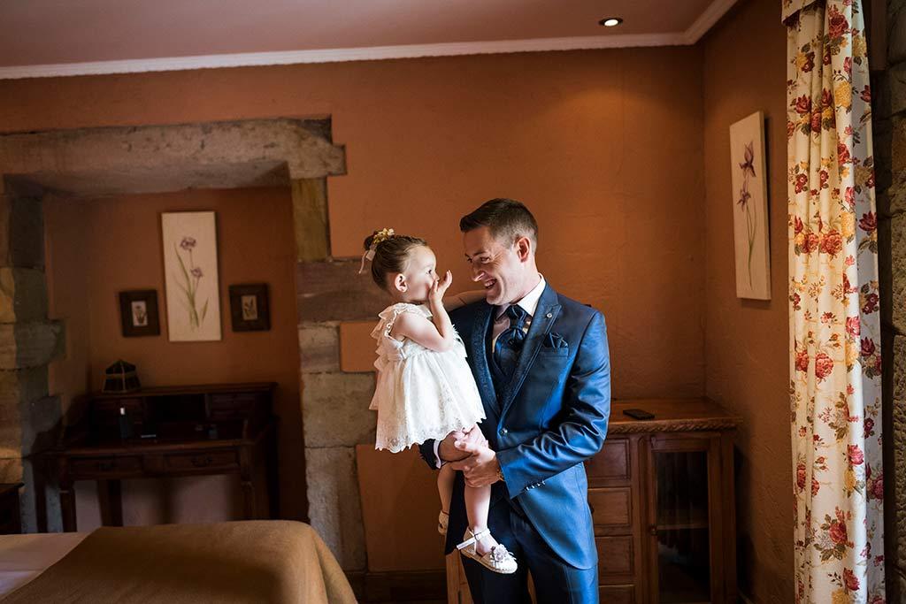 Fotógrafo de bodas Cantabria Marcos Greiz, Katia y Sergio novio papá