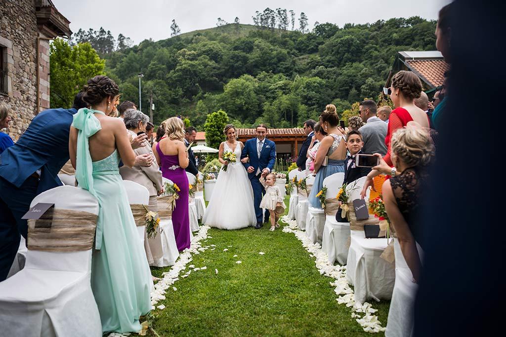 Fotógrafo de bodas Cantabria Marcos Greiz, Katia y Sergio entrada novia