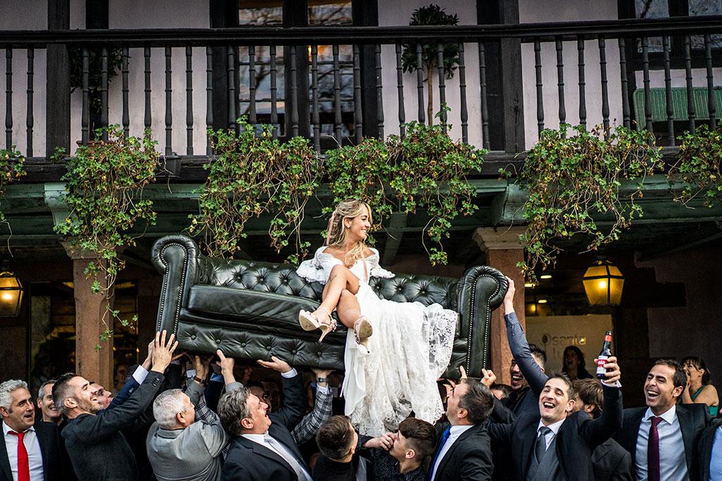 Fotógrafo de bodas Cantabria Marcos Greiz sofa