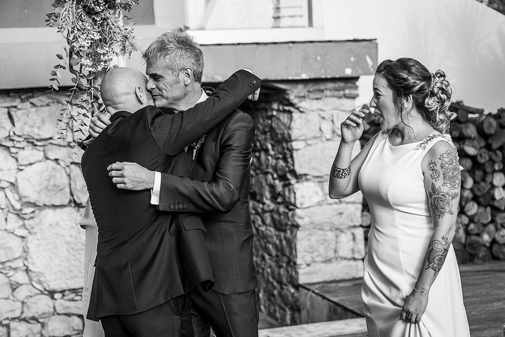 Fotógrafo de bodas Santander Marcos Greiz Noe Ricardo abrazo