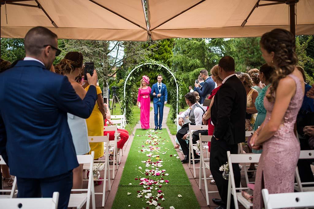 Fotógrafo de bodas Cantabria Marcos Greiz Isa Jose entrada novio