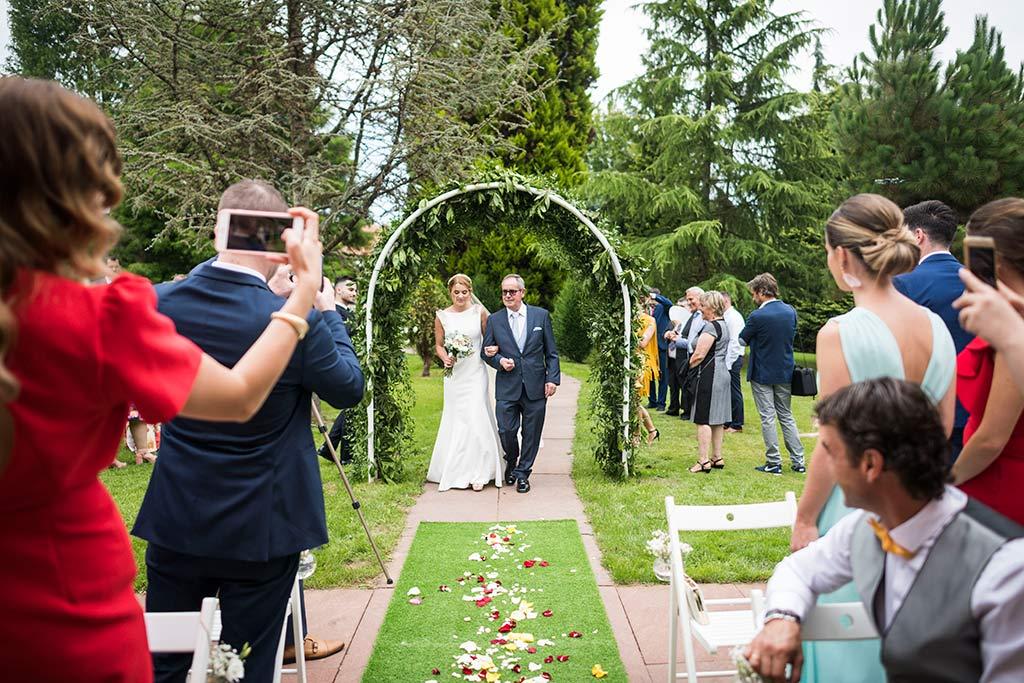 Fotógrafo de bodas Cantabria Marcos Greiz Isa Jose entrada novia