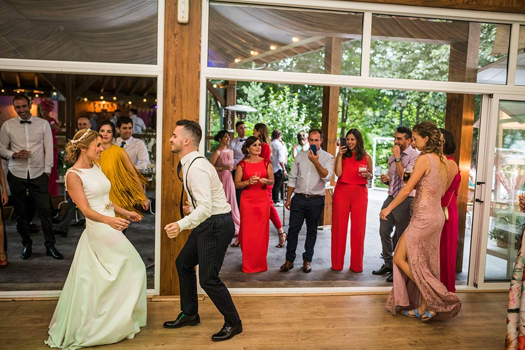 Fotógrafo de bodas Cantabria Marcos Greiz Isa Jose party