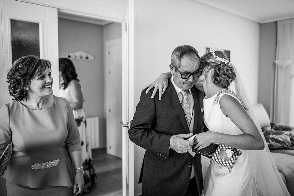 fotógrafo boda Santander feliz día del padre beso
