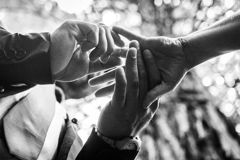 boda íntima en Cantabria Marcos Greiz anillo lorena