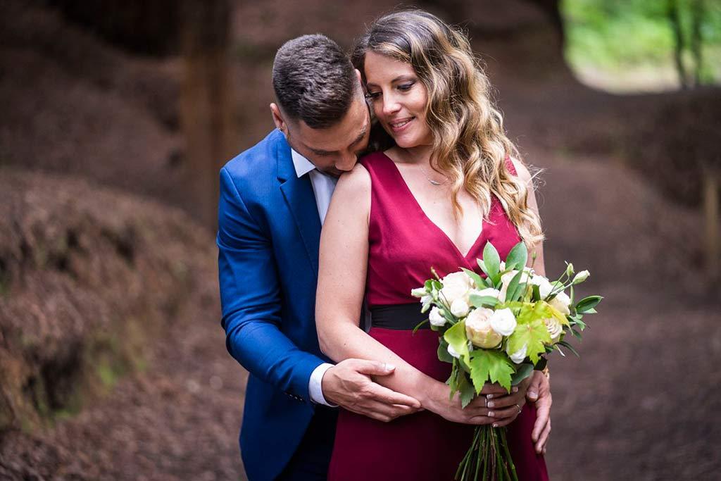 boda íntima en Cantabria Marcos Greiz besito
