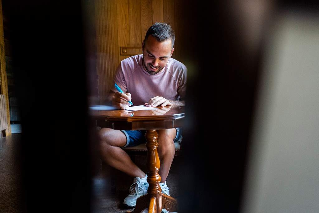 Renovación de votos en Cantabria Marcos Greiz escribiendo