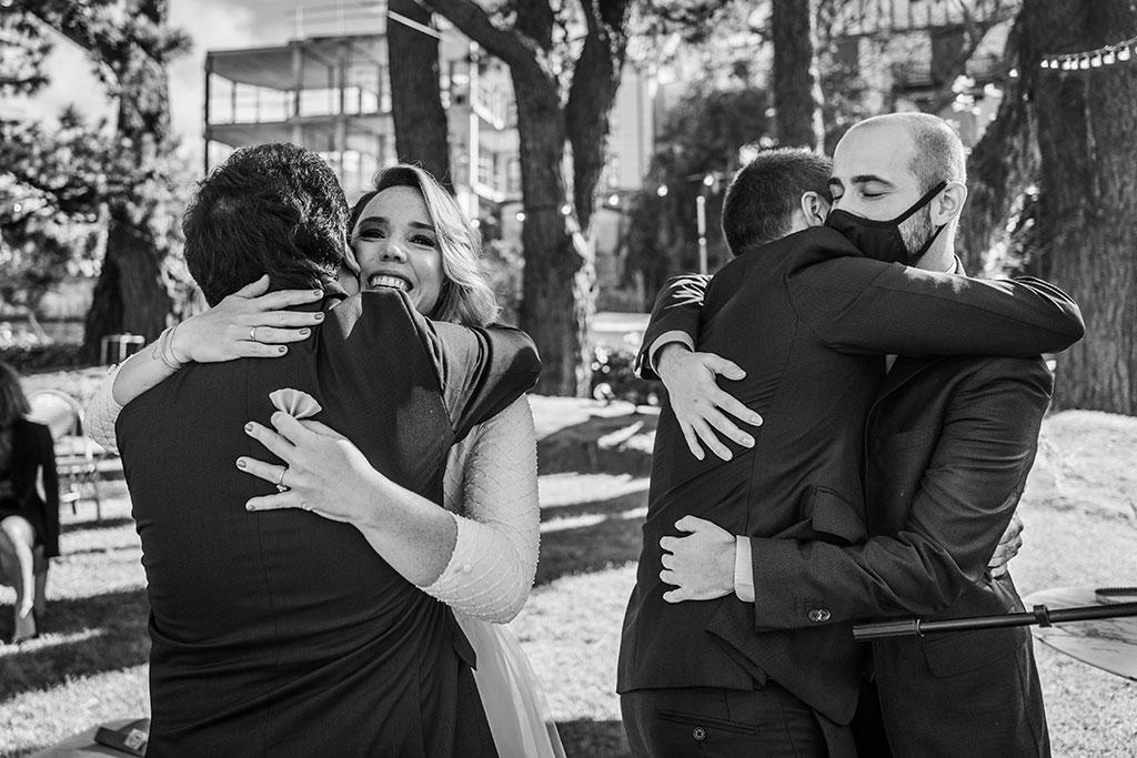 fotógrafo de bodas Cantabria Santander covid19 Marcos Greiz abrazos