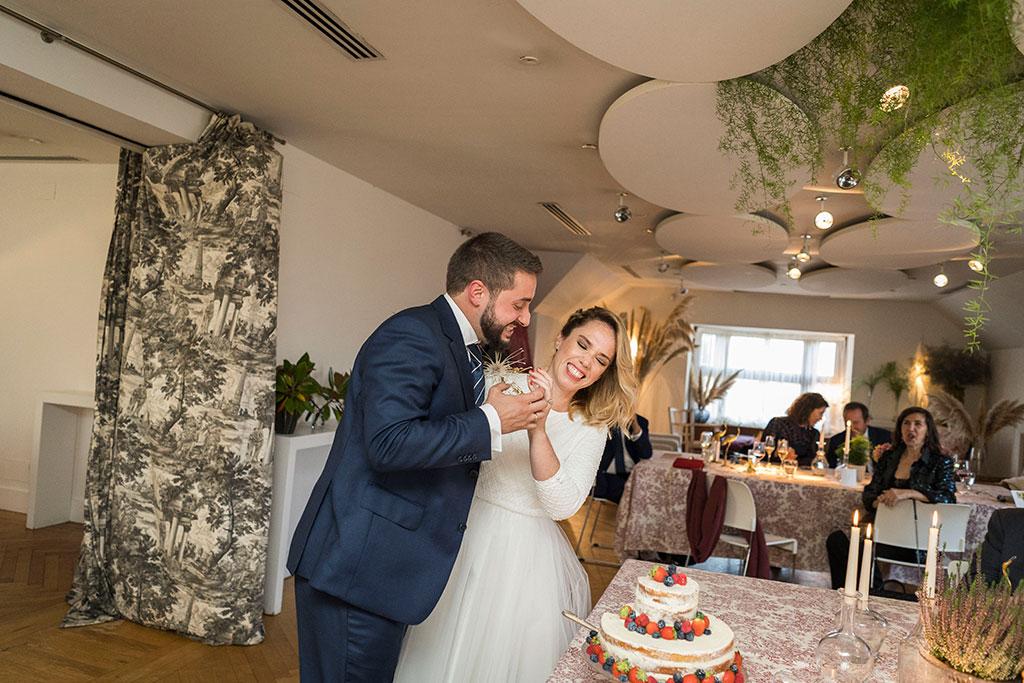 fotógrafo de bodas Cantabria Santander covid19 Marcos Greiz tarta