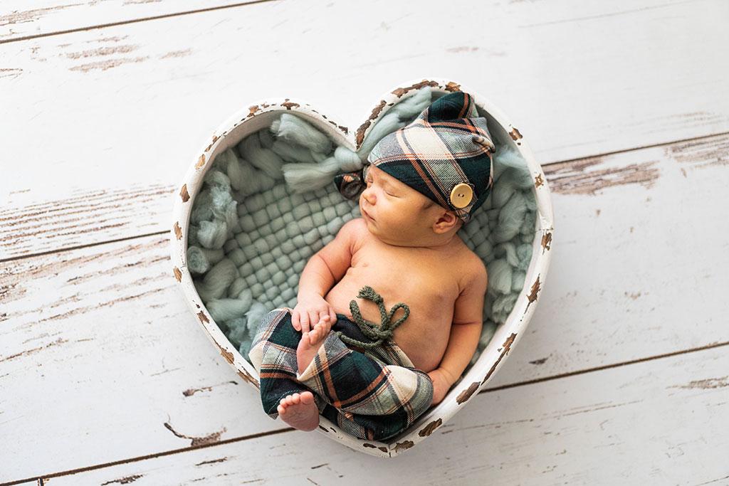 fotógrafo bebes newborn recién nacido Santander corazón