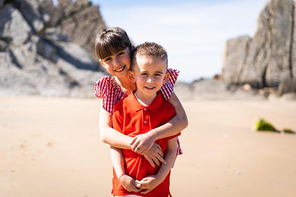 fotografía niños Cantabria Marcos Greiz arnia abrazo