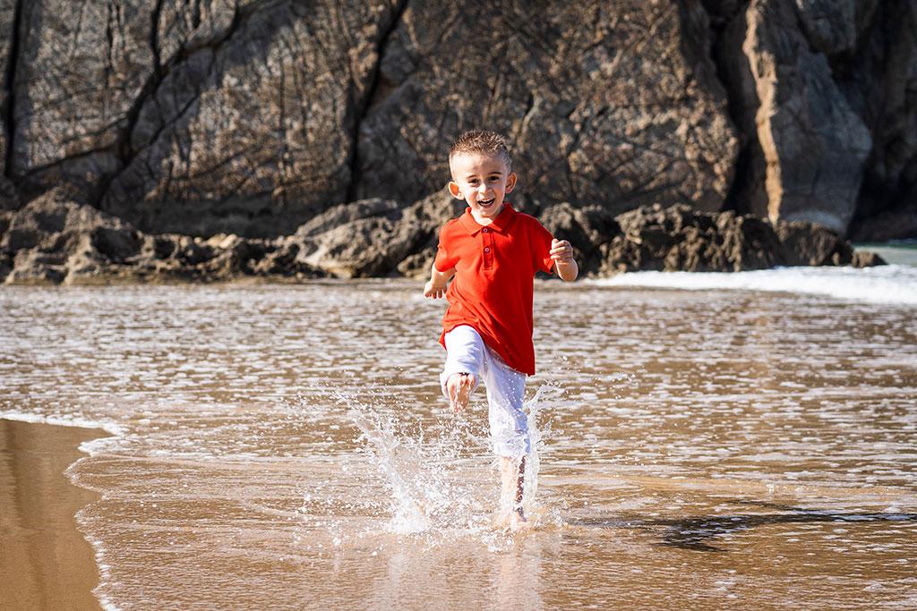 fotografía niños Cantabria Marcos Greiz arnia salpicar