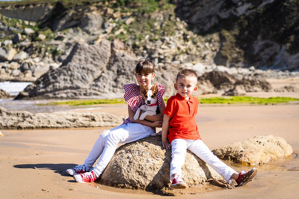 fotografía niños Cantabria Marcos Greiz arnia hermanos perro