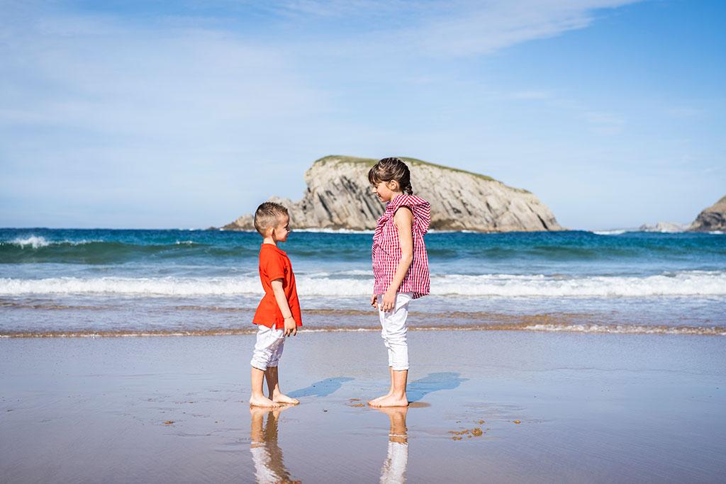 fotografía niños Cantabria Marcos Greiz arnia hermanos miradas